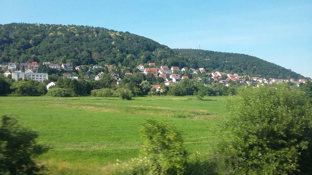 Gelnhausen vom ICE von Fulda nach Frankfurt aus fotographiert.
