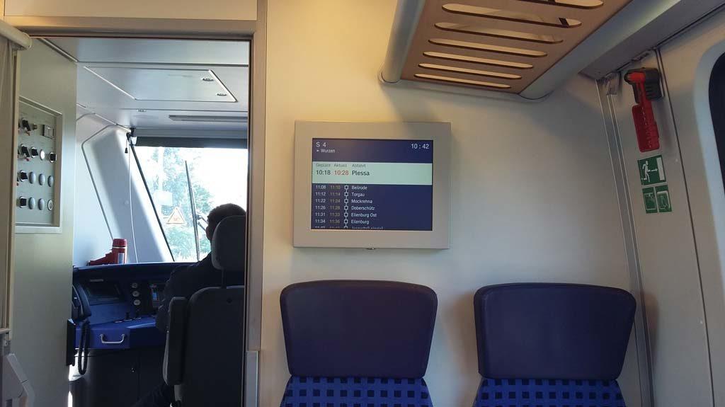 Anzeigetafel der S4 von Hoyerswerda nach Wurzen